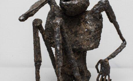 W rzeczywistości rzeźby Profesor ASP, Marioli Wawrzusiak, wybitnej artystki współczesnej